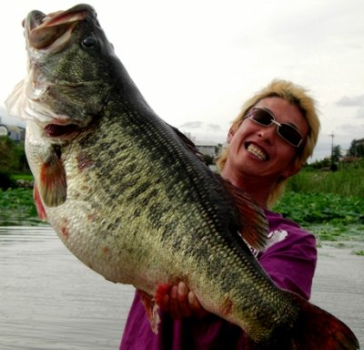 official world record largemouth bass tie Manabu Karita