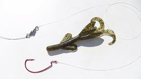 Carolina Rig - Tie the leader to the hook and the barrel swivel.